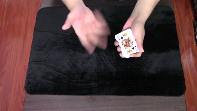 105术:很炫酷的把妹扑克牌变脸魔术,纯手法多练习轻松学会